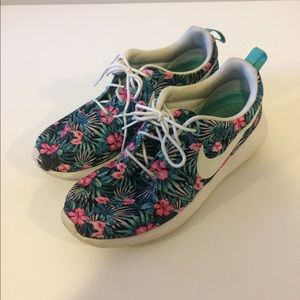 info for 66cc7 79455 Nike Floral Roshes